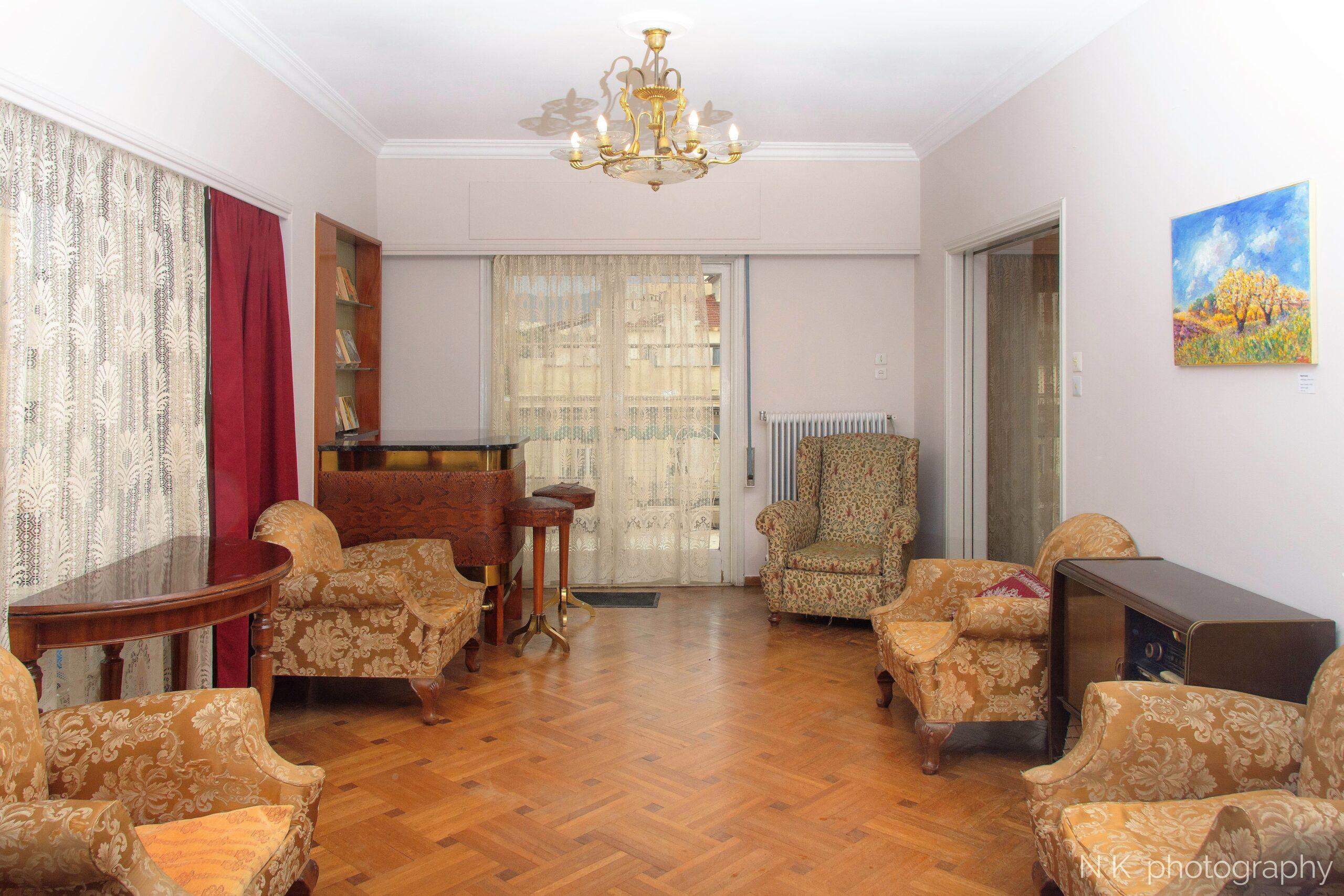 Vintage Apartment Downtown_01